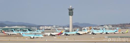 [사진]갈 곳 잃은 항공기들