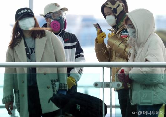 [사진]필수된 마스와 위생장갑