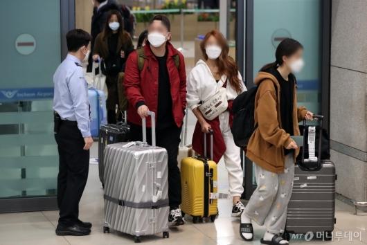 [사진]'모리셔스 입국 금지' 한국인 신혼부부 두바이서 귀국