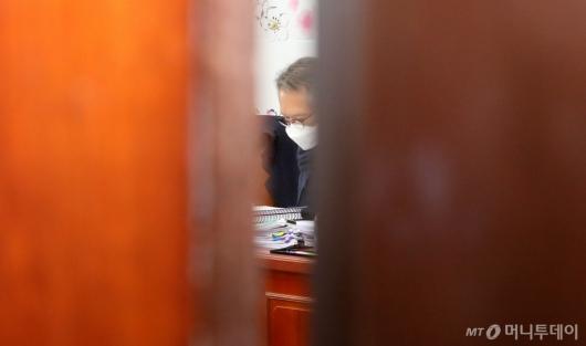 [사진]공천 면접 심사하는 김형오