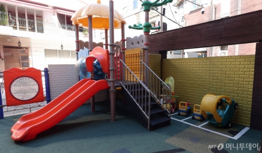 [사진]전국 어린이집 휴원 '텅빈 놀이터'