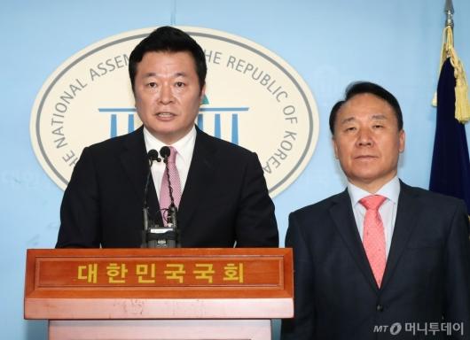[사진]안철수계 김철근 미래통합당 입당 기자회견