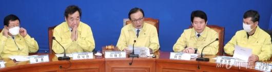 [사진]선거대책위원회의 주재하는 이해찬 대표