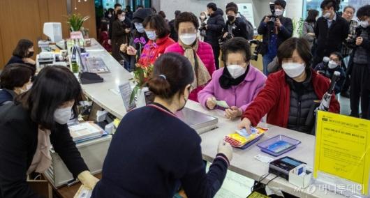 [사진]'마스크 판매 시작한 마스크'
