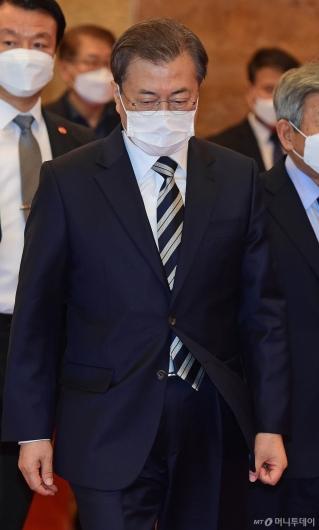 [사진]영수회담 향하는 문재인 대통령