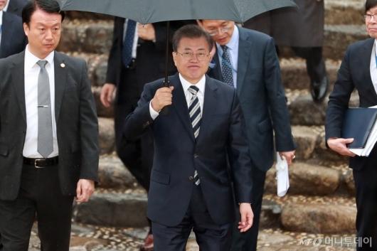[사진]영수회담 마친 문재인 대통령