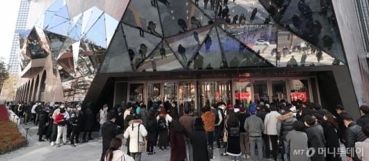 [사진]코로나19 긴장 속 갤러리아 광교점 오픈