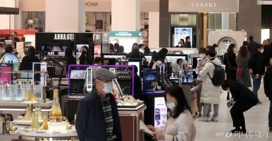 [사진]갤러리아 광교점, '코로나19' 긴장 속 오픈