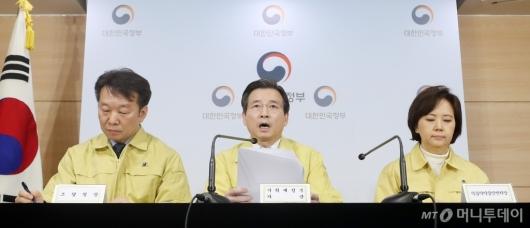 [사진]김용범 차관 '마스크 수급안정대책 전력 추진'