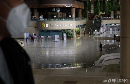 [사진]텅 빈 김포국제공항 출국장