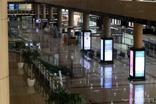 [사진]조용한 김포공항 국제선 청사