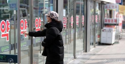 [사진]'줄 서지 않은 일요일 마스크 구매'