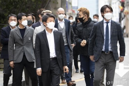[사진]단체 헌혈 나선 축구협회 관계자들