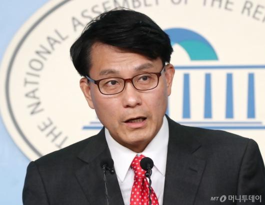 [사진]기자회견하는 윤상현 의원