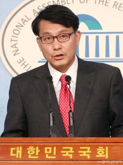 [사진]윤상현 기자회견