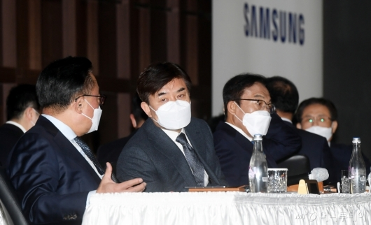 [사진]대화하는 고동진-김현석 대표이사