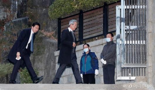 [사진]정몽준-정기선 '정주영 회장 19주기 제사 참석'