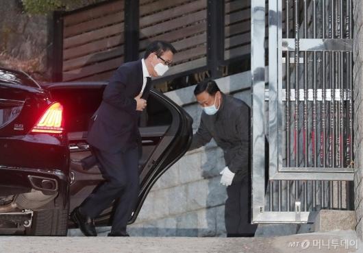 [사진]고 정주영 제사 참석하는 정몽혁 회장