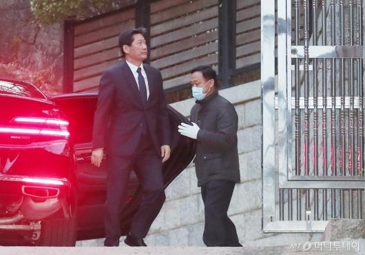 [사진]고 정주영 회장 제사 참석하는 정몽윤 회장