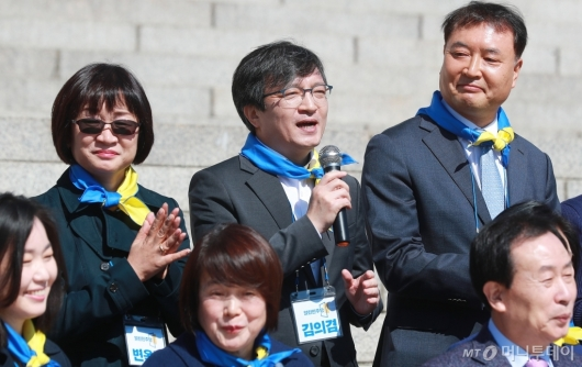 [사진]인사말하는 김의겸 열린민주당 비례대표 후보자