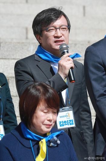 [사진]인사말하는 김의겸 열린민주당 비례대표 후보