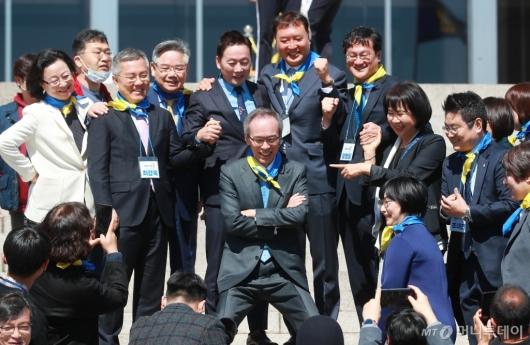 [사진]활짝 웃는 열린민주당 비례대표 후보자들