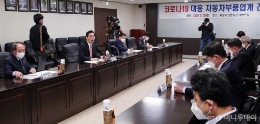[사진]자동차부품업계 만난 성윤모 장관