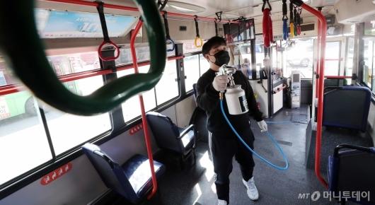 [사진]'버스 운행 전 방역은 필수'