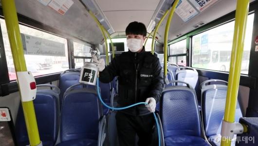 [사진]'대중교통 코로나19 확산을 막아라!'