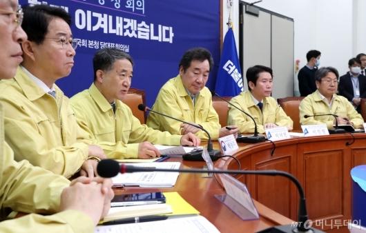 [사진]코로나19 대응 회의하는 박능후 장관
