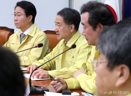 [사진]코로나19 관련 발언하는 박능후