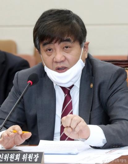 [사진]답변하는 한상혁 방통위원장