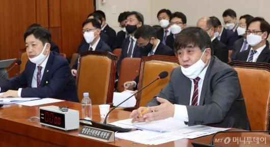 [사진]과방위 답변하는 한상혁 위원장