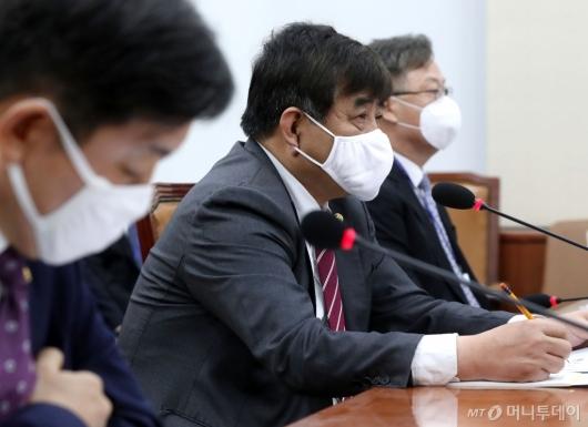[사진]국회 과방위 출석한 한상혁 방통위원장