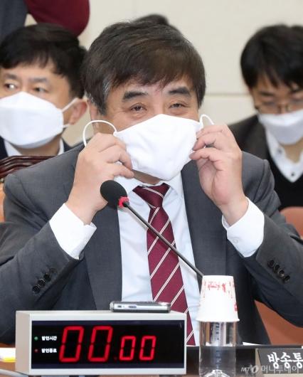 [사진]마스크 쓴 한상혁 위원장