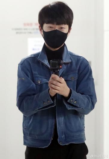 [사진]이찬원 '카메라들고 귀여운 인사'