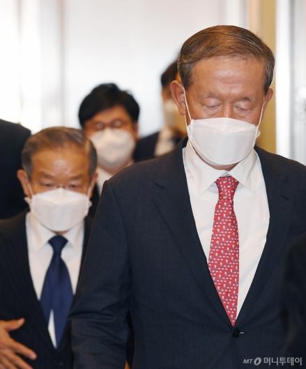 [사진]허창수 전경련 회장, '코로나19 확산' 경제계 긴급 제언