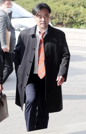 [사진]법정 향하는 김웅