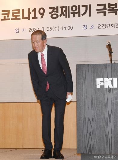 [사진]코로나19 극복 위한 경제계 제언한 허창수 회장