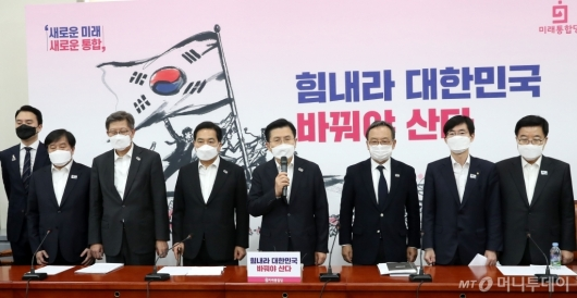 [사진]천안함 10주기 추모하는 황교안 대표