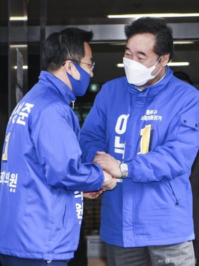 [사진]박성준 후보와 인사하는 이낙연 후보