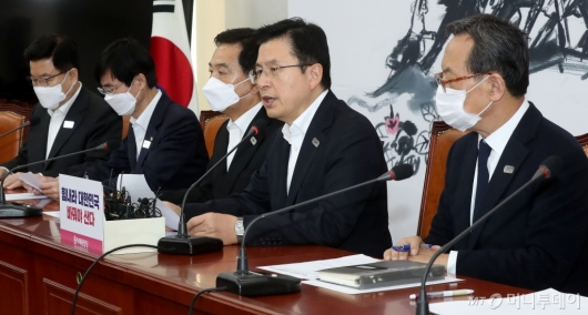 [사진]중앙선대위회의 주재하는 황교안