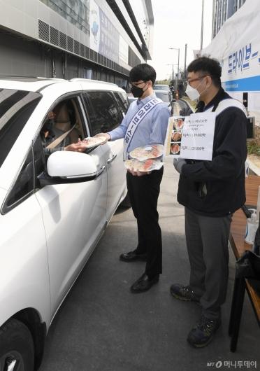 [사진]드라이브 스루 판매 도입한 노량진수산시장