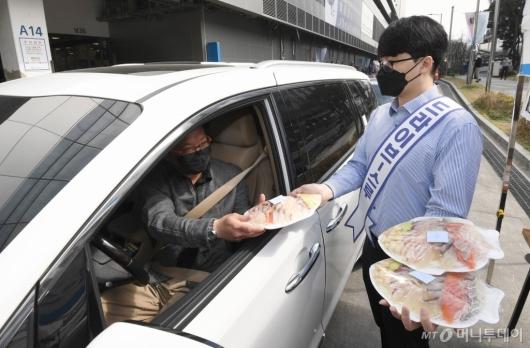 [사진]노량진수산신장, 모둠회 드라이브 스루 판매