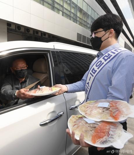 [사진]드라이브 스루 판매소 도입한 노량진수산시장