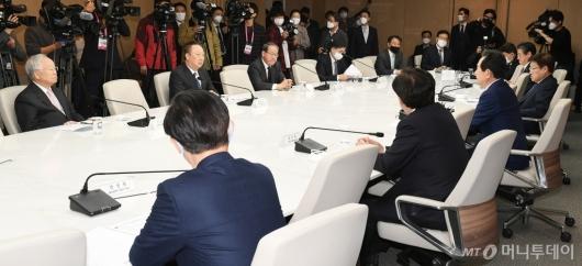 [사진]경제5단체장 만난 정세균 총리
