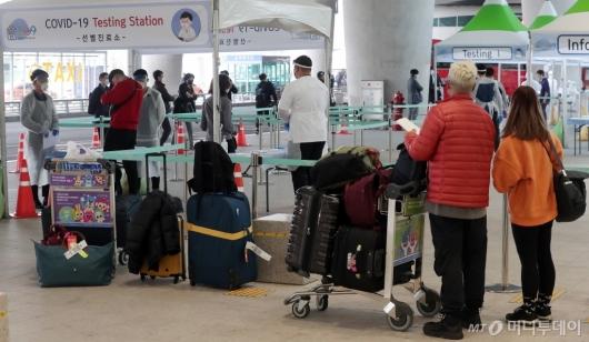 [사진]인천공항 '외국인 워킹스루 코로나19 선별진료소 설치'