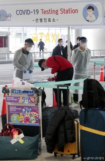 [사진]인천공항 '워킹스루 선별진료소 설치'