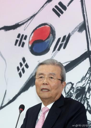 [사진]기자회견하는 김종인