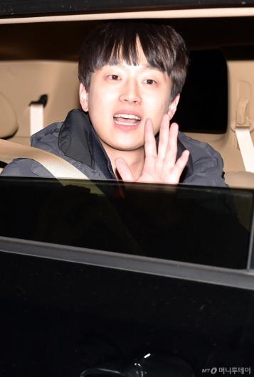 [사진]이찬원 '열심히 뛰고 갑니다!'